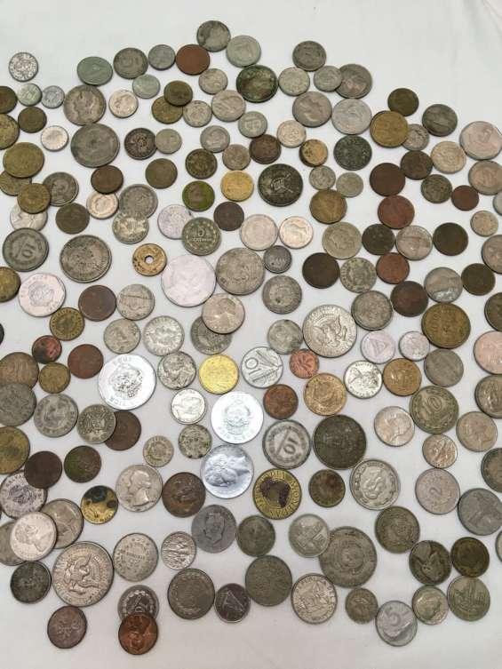 Vendo muy buena colección de monedas y billetes.